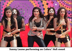 Sunny Leone performing on Colors' Holi event