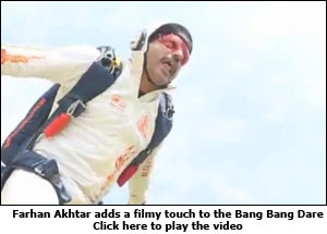 Farhan Akhtar adds a filmy touch to the Bang Bang Dare