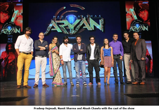 Pradeep Hejmadi, Namit Sharma and Akash Chawla with the cast of the show