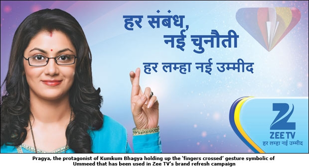 Pragya, the protagonist of Kumkum Bhagya holding up the 'fingers crossed' gesture symbolic of Ummeed that has been used in Zee TV's brand refresh campaign