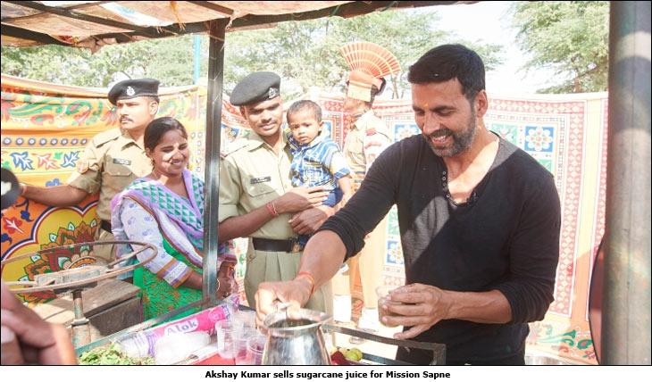 [Image: Akshay-Kumar-sells-sugarcane-juice-for-M...-Sapne.jpg]
