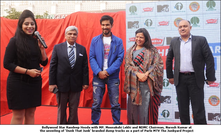 Bollywood Star Randeep Hooda with MP, Meenakshi Lekhi and NDMC Chairman, Naresh Kumar at the unveiling of 'Dunk That Junk' branded dump trucks as a part of Parle MTV The Junkyard Project