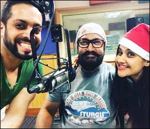 Actor Aamir Khan with RJ Salil and RJ Archana of Radio City 91.1FM