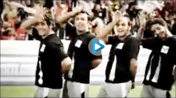 Snickers commercial 'Hunger Bajaye Chaar. Snicker Khol Yaar' from 2008