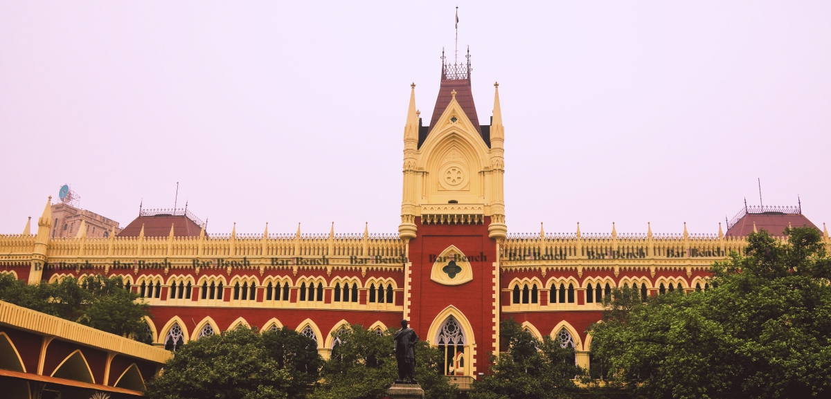 Police officer cannot seize driving licence unless in uniform: Calcutta High Court [Read Judgment]