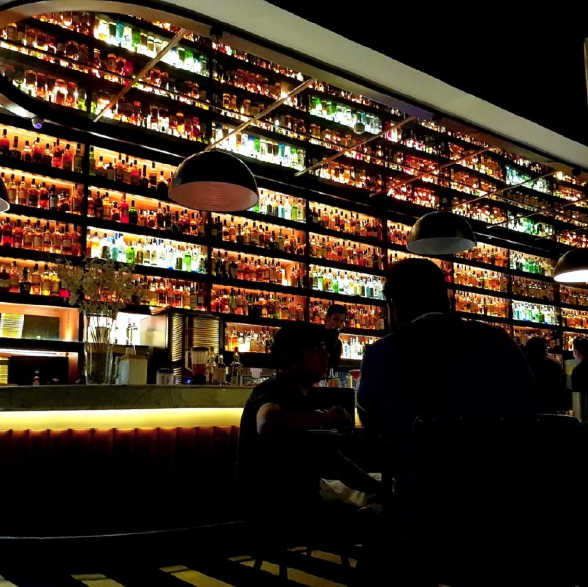 HC issues notice to govt in plea challenging legal drinking age in Delhi