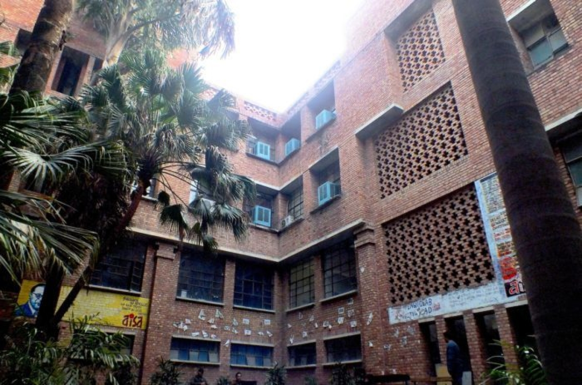 """""""Govt has to fund public education"""", Delhi HC allows JNU students to register at old rates; no late fee to be imposed"""
