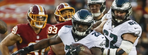 Philadelphia Eagles running back Wendell Smallwood (28) carries the ball during the first half of the NFL football game against the Washington Redskins, Sunday, Dec. 30, 2018 in Landover, Md. (AP Photo/Alex Brandon)