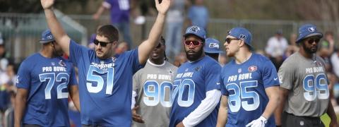 921745acb36 NFC Atlanta Falcons center Alex Mack (51) gestures during NFL football Pro  Bowl practice