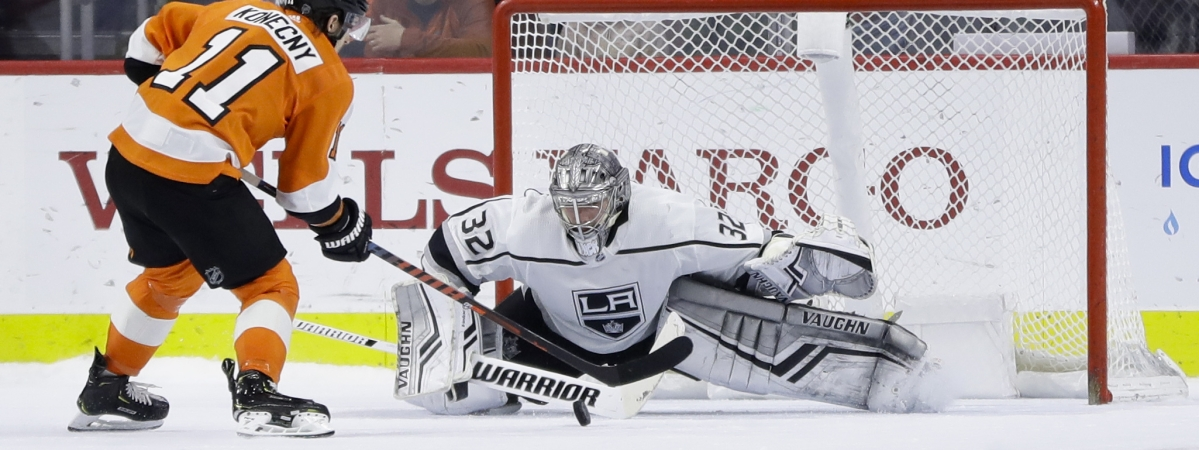 Flyers' Travis Konecny goes in against Kings goalie Jonathan Quick in Thursday's game