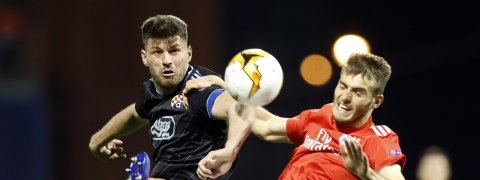 Dinamo Zagreb's Bruno Petkovic, left, fights for the ball with Benfica's Francisco Ferreira during the Europa League round of 16 on March 7, 2019. (Darko Bandic)