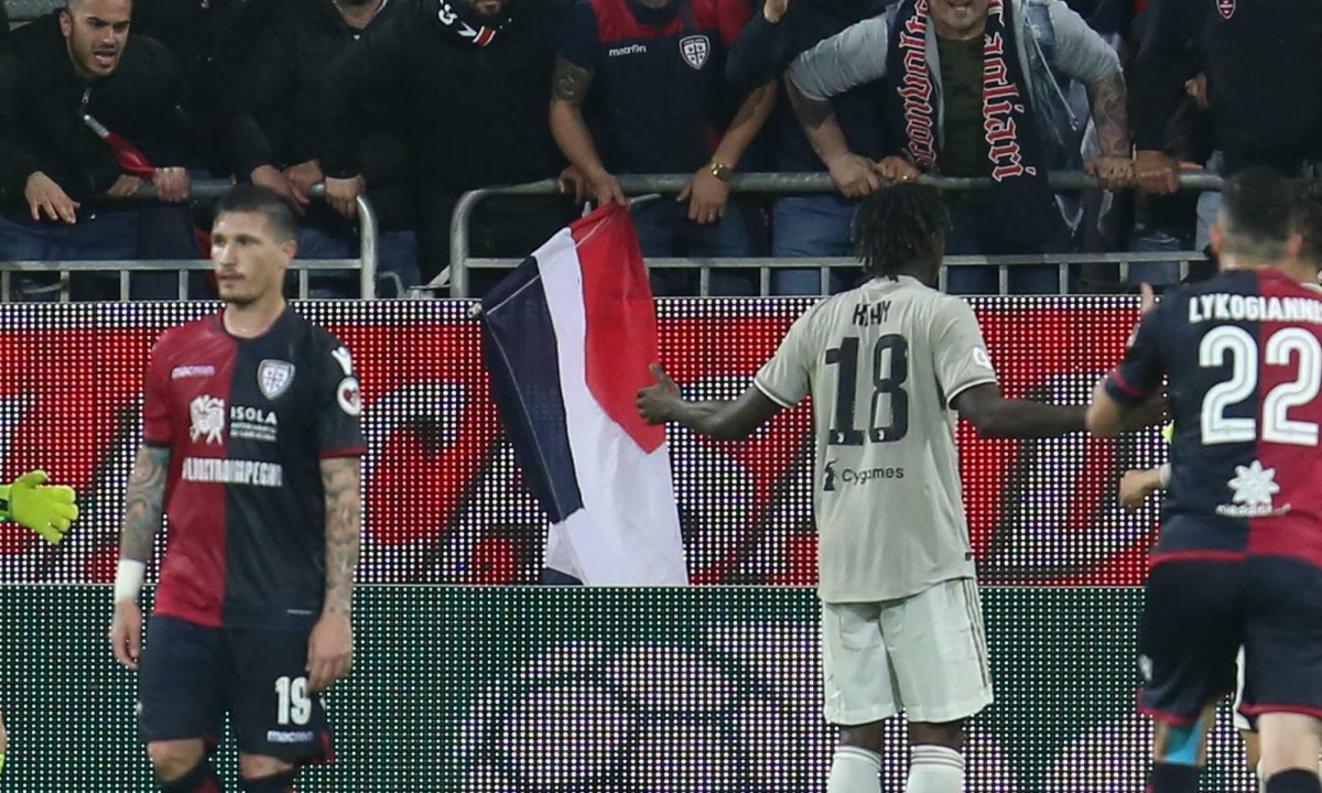 Soccer: Juventus goal scorer gets support from other players after dealing with racial abuse from fans
