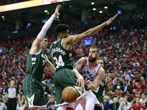 NBA Playoffs: Tied at 2, the Raptors vs Bucks series shifts back to Milwaukee – can they hold serve? Frank gives 2 picks to bank on