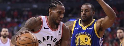 Toronto Raptors forward Kawhi Leonard (2) drives against Golden State Warriors forward Andre Iguodala (9) during second-half basketball action in Game 5 of the NBA Finals in Toronto, Monday, June 10, 2019. (Frank Gunn/The Canadian Press via AP)