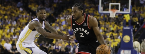 Toronto Raptors forward Kawhi Leonard (2) dribbles against Golden State Warriors forward Alfonzo McKinnie during the first half of Game 3 of basketball's NBA Finals in Oakland, Calif., Wednesday, June 5, 2019. (AP Photo/Ben Margot)