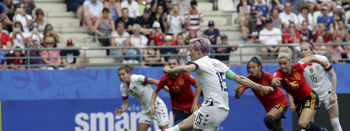 United States'Megan Rapinoe scores  the opening goal on a penalty kick  during the Women's World Cup Round of 16  match against  Spain on June 24 (Alessandra Tarantino)