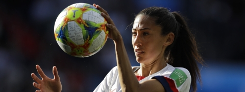 United States' Christen Press catches the ball during the World Cup match with Chile on June 16 (Alessandra Tarantino)