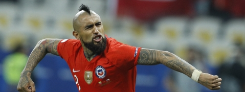 Chile's Arturo Vidal celebrates scoring a goal during penalty kick shoot-out against Colombia at a Copa America quarterfinal soccer match at the Arena Corinthians in Sao Paulo, Brazil, Friday, June 28, 2019. (AP Photo/Victor R. Caivano)
