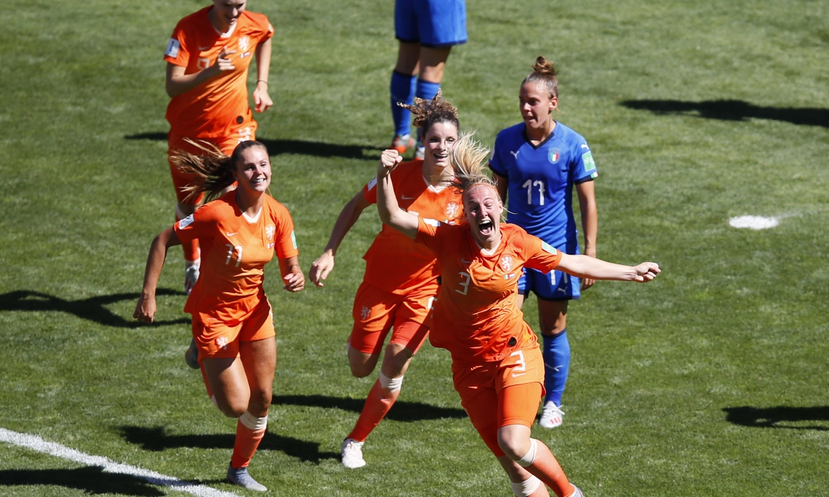 Dutch beat the heat and beat Italy 2-0, advance to Women's World Cup semifinal