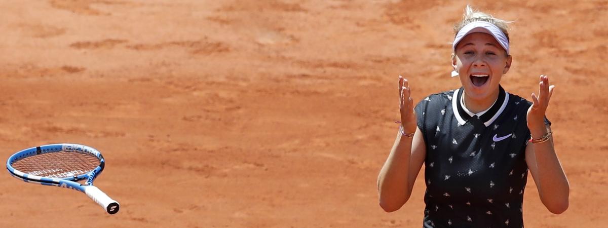 Amanda Anisimova of the U.S. celebrates winning her quarterfinal match of the French Open tennis tournament against Romania's Simona Halep in two sets, 6-2, 6-4, at the Roland Garros stadium in Paris, Thursday, June 6, 2019. (AP Photo/Christophe Ena)