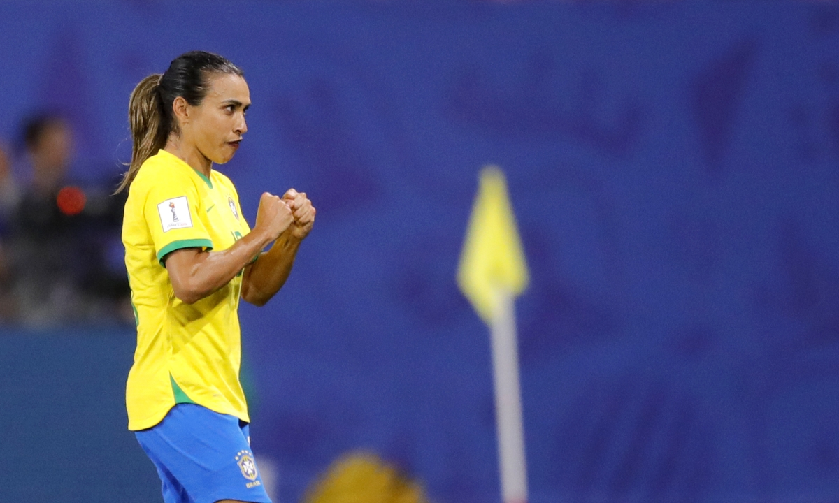Marta scores record 17th World Cup goal as Brazil inches by Italy 1-0 to advance to Round of 16