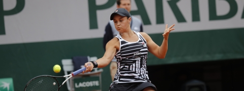 Australia's Ashleigh Barty plays a shot against Marketa Vondrousova of the Czech Republic during the women's final match of the French Open tennis tournament at the Roland Garros stadium in Paris, Saturday, June 8, 2019. (AP Photo/Michel Euler)