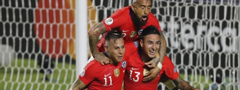 Chile's Erick Pulgar (bottom right) celebrates scoring a goal  goal with teammates Eduardo Vargas (left) and Arturo Vidal during a Copa America Group C  match on June 17 (Nelson Antoine)