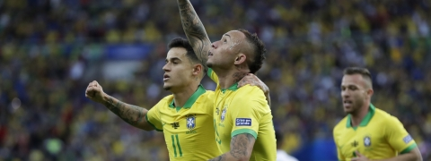 Brazil's Everton celebrates scoring his side's first goal against Peru during the final soccer match of the Copa America at Maracana stadium in Rio de Janeiro, Brazil, Sunday, July 7, 2019. (AP Photo/Andre Penner)