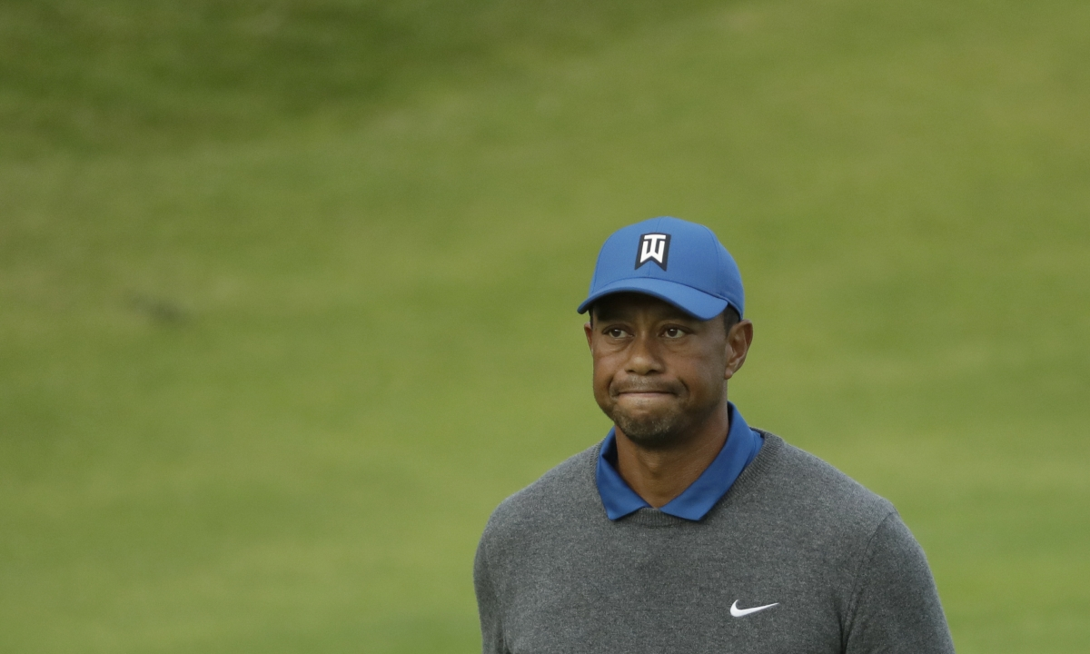 British Open 2019: Tiger Woods craters, J.B. Holmes tops leaderboard on wild first day at Royal Portrush