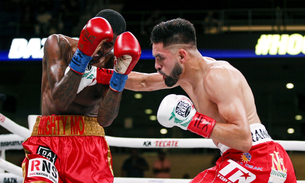 Jose Ramirez gets TKO win over Maurice Hooker in unification bout