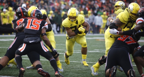 Oregon running back C.J. Verdell (heading for a hole against Oregon State last November), will be eyeing a Pac-12 title in 2019 if Mike Kern has his way (Timothy J. Gonzalez)