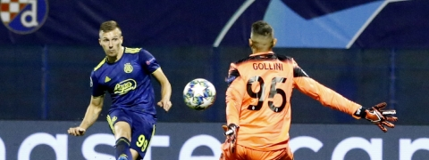 Dinamo Zagreb's Mislav Orsic, left, scores a goal against Atalanta during the group C Champions League soccer match between Dinamo Zagreb and Atalanta at the Maksimir Stadium in Zagreb, Croatia, Wednesday, Sept. 18, 2019.