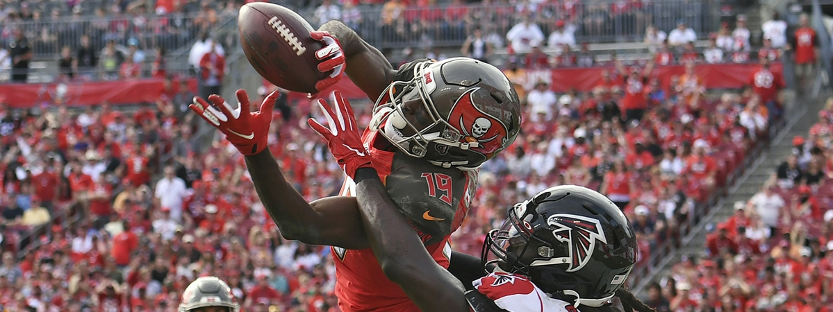 In this Dec. 29, 2019, file photo, Tampa Bay Buccaneers wide receiver Breshad Perriman (19) pulls in a 24-yard touchdown reception in front of Atlanta Falcons outside linebacker De'Vondre Campbell (59) during the first half of an NFL football game in Tampa, Fla. Perriman agreed to terms Tuesday with the New York Jets on a one-year deal worth up to $8 million and includes $6 million guaranteed, agent Drew Rosenhaus told The Associated Press.