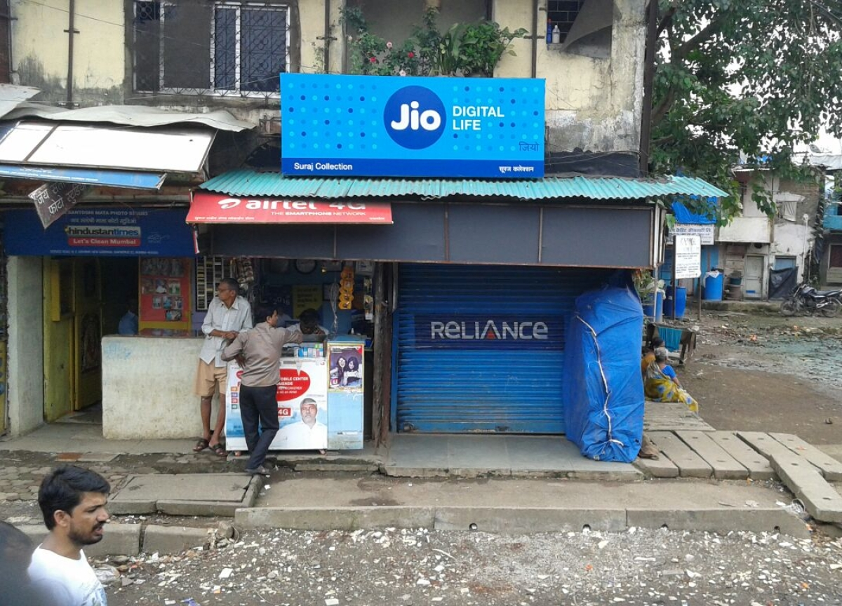 Facebook Eyeing Stake In Reliance Jio, FT Reports