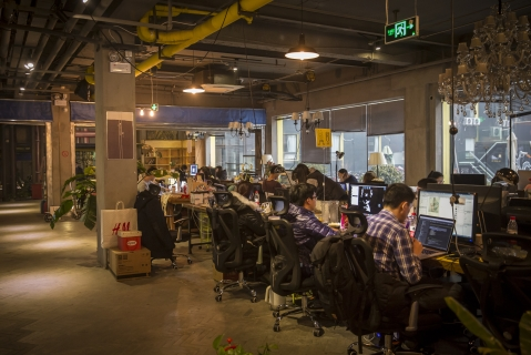 Residents work at their computers at a coworking community in China (Photographer: Qilai Shen/Bloomberg)