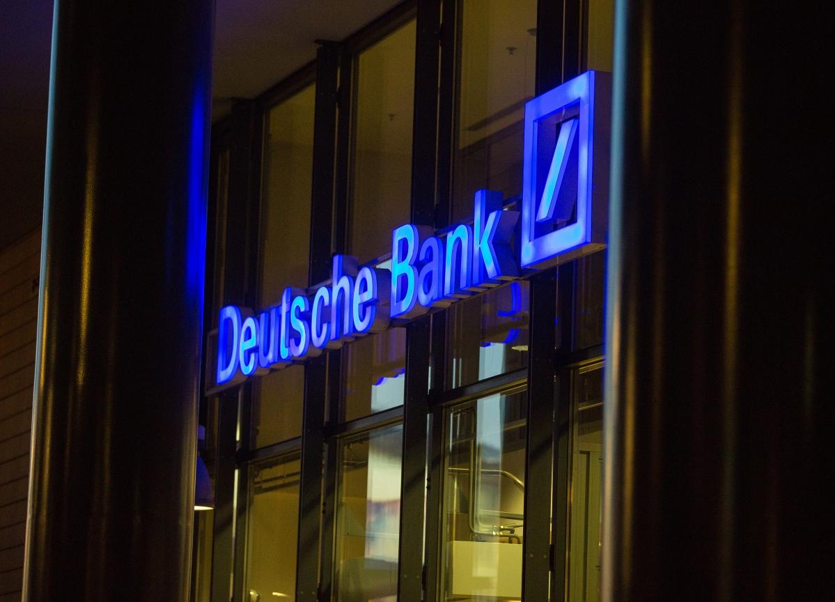 Deutsche Bank Chair Talks Commerzbank Deal to Snap Doom Loop