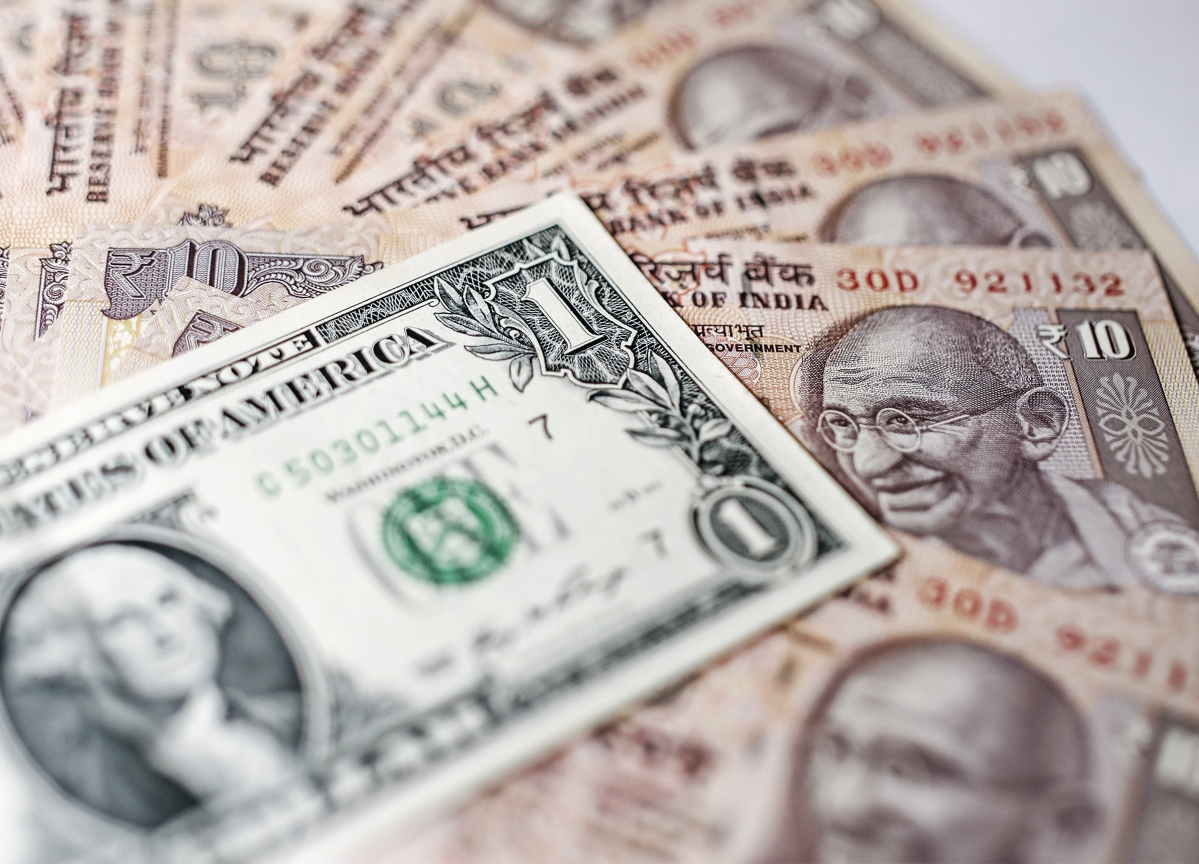 India's Reserves Plunge Most in 8 Years as RBI Defends Rupee