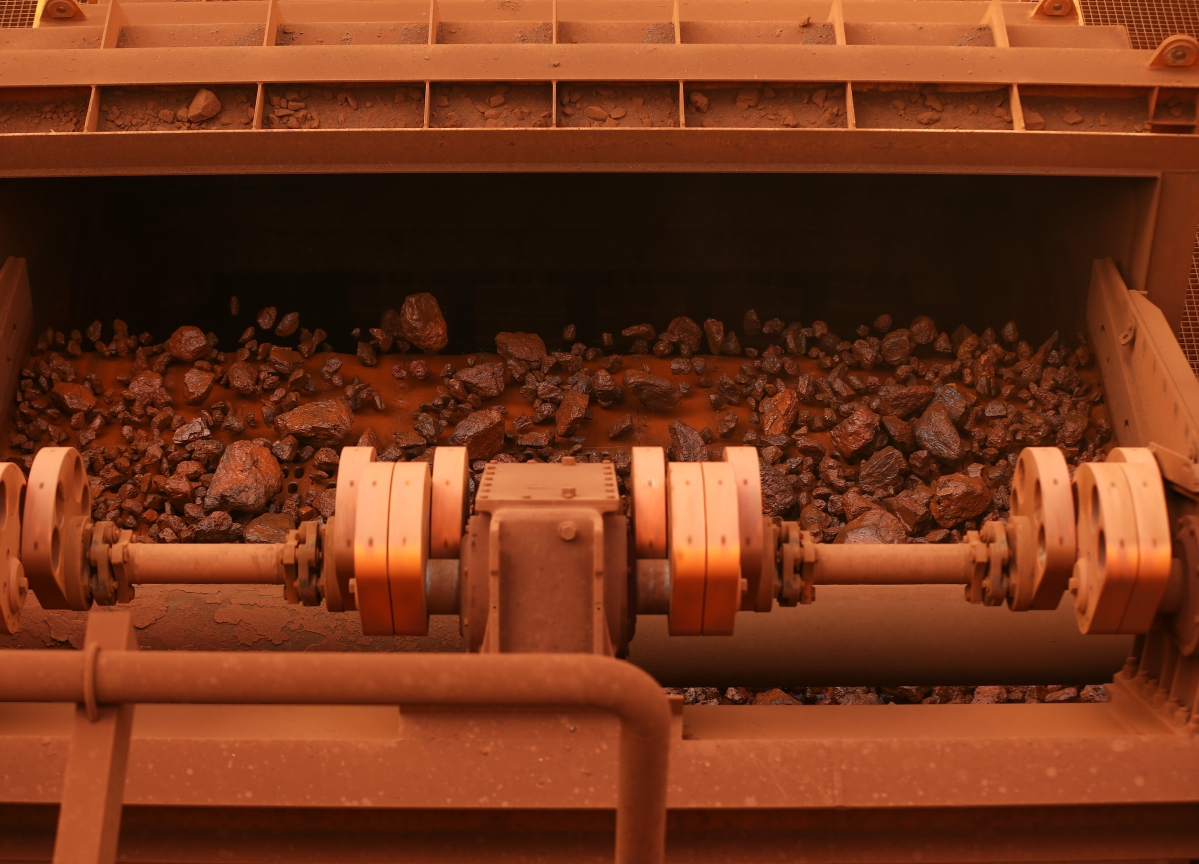 Iron Ore Surges, Copper Sags as Investors See Different Fortunes