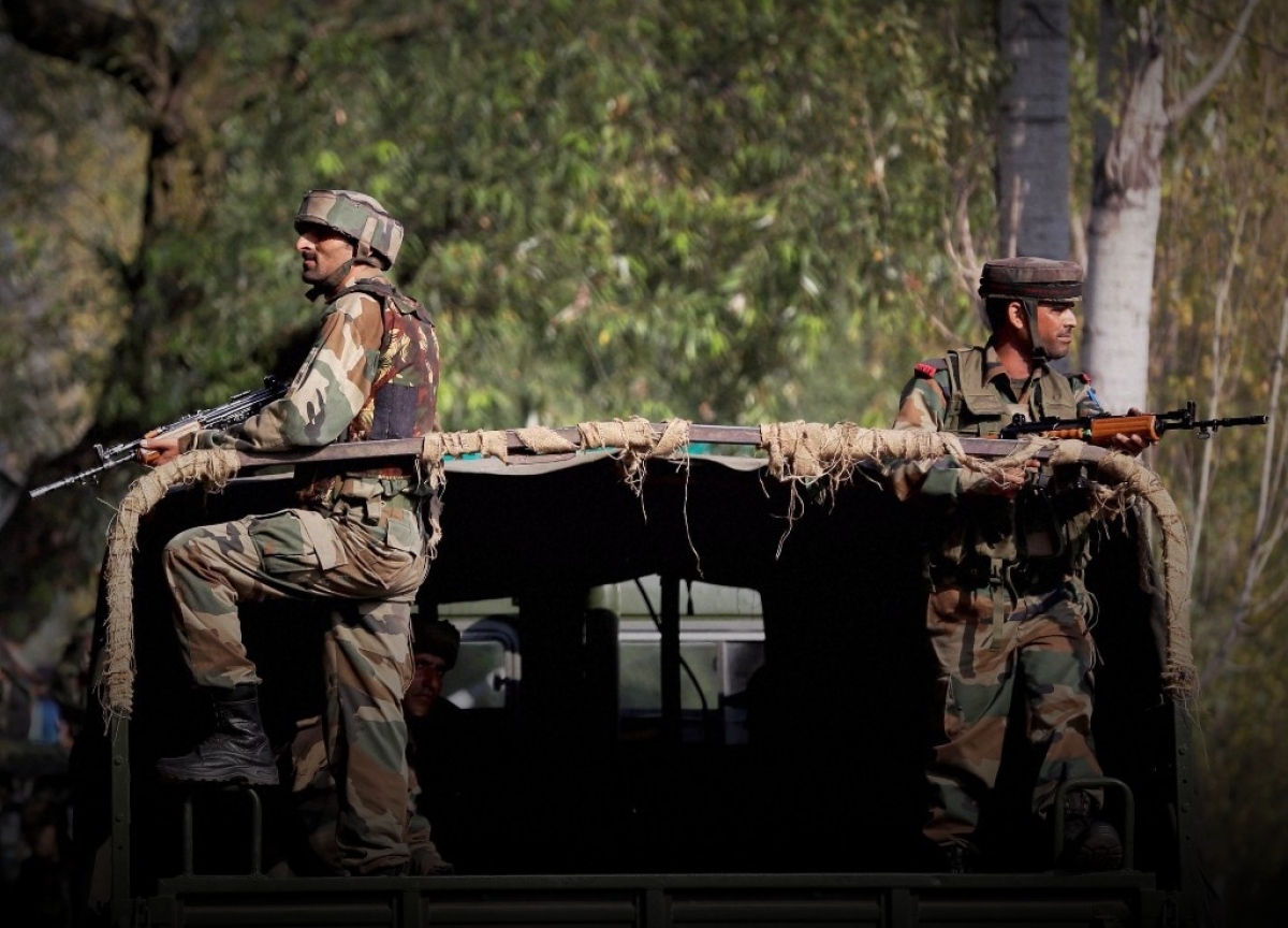 Kashmir On Edge: Security Beefed Up, Restrictions Imposed, Internet Services Suspended, Many Leaders 'Detained Or Arrested'