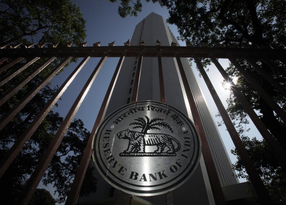 Emerging-Market Central Banks Are Losing Battle Against Traders