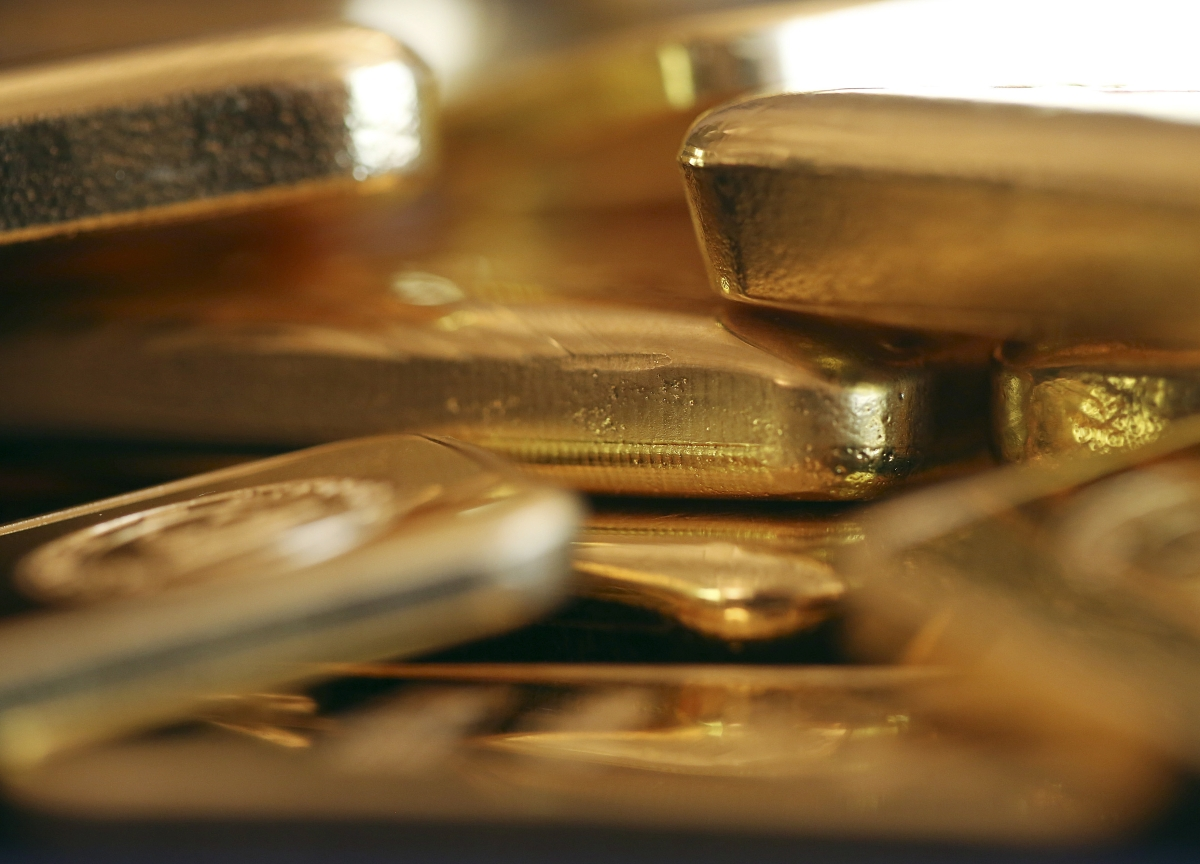 Gold Tops $1,500 as Investors Seek Shelter From Gathering Storm