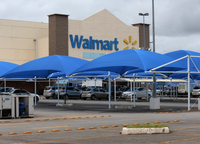 Wal-Mart Said To Revamp Manager Roles One Day After Pay Hike