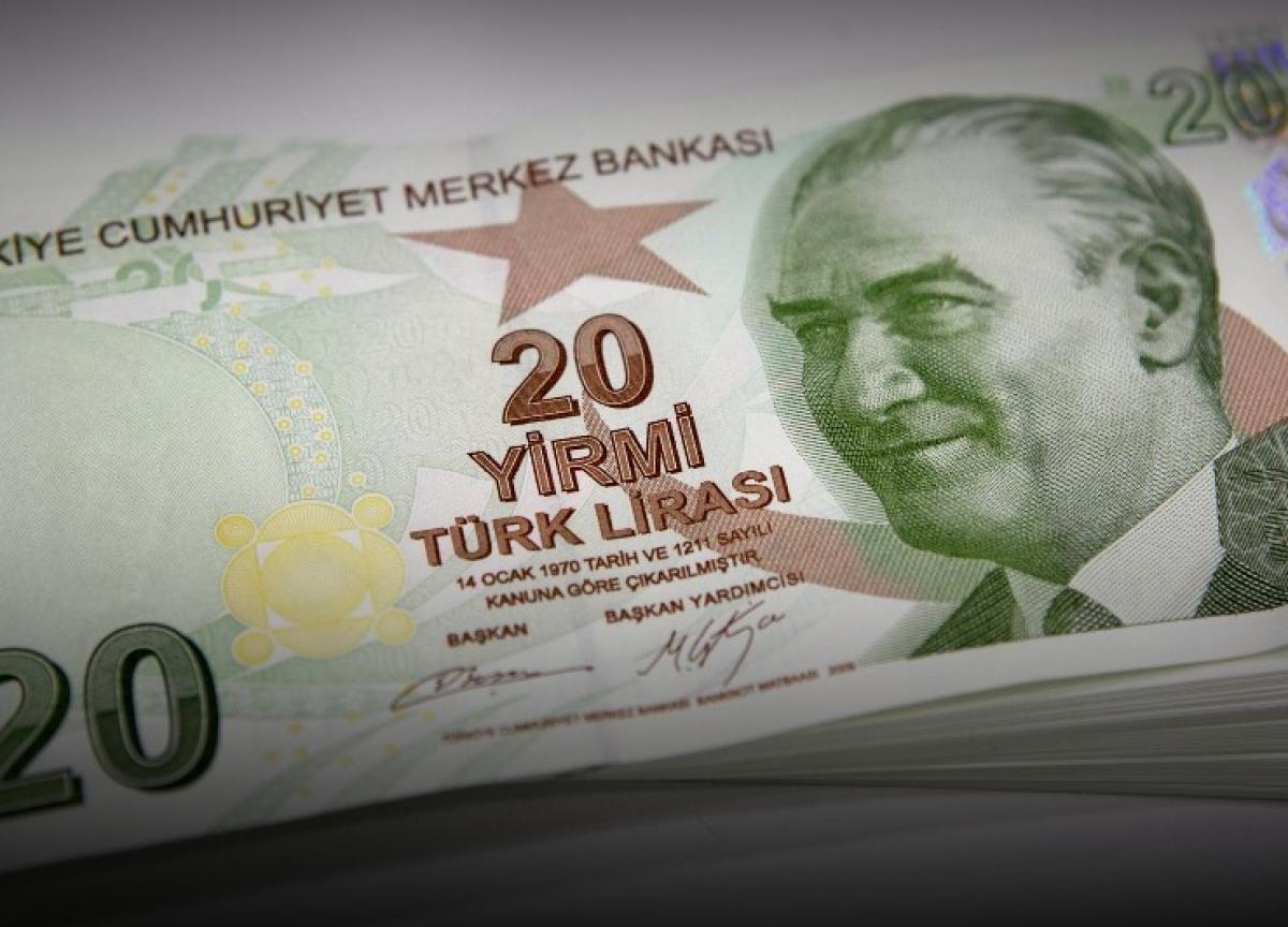 Keeping Lira on Short Leash Pushes Turkish Reserves to Limit