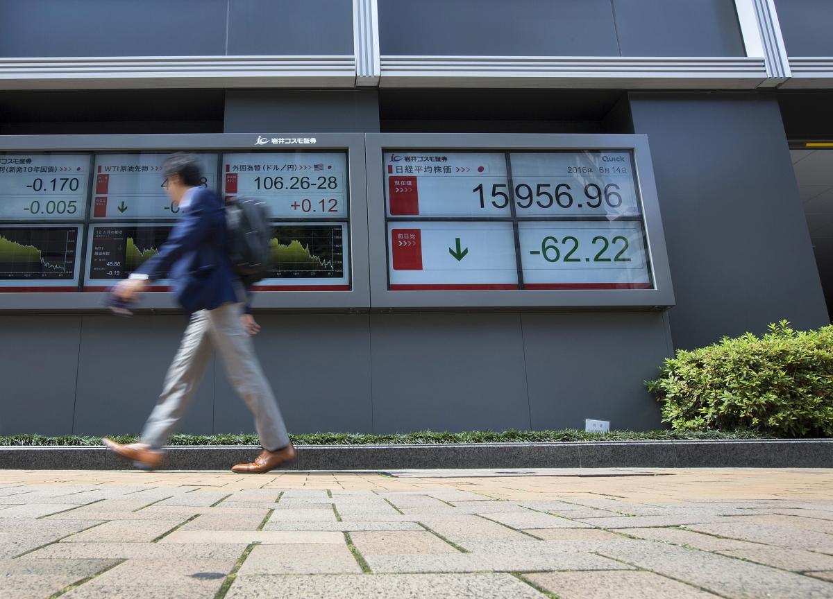 S&P 500 Gains as Berkshire Rallies; Dollar Slips: Markets Wrap