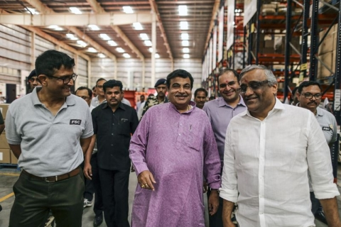 Gadkari, center, and Biyani, right, attend the inauguration of a conveyor at Future Group's warehouse. (Photographer: Dhiraj Singh/Bloomberg)
