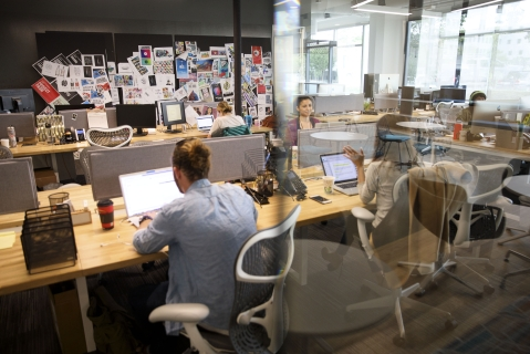 People work inside a shared office space in Los Angeles, California. ( Photographer: Patrick T. Fallon/Bloomberg)