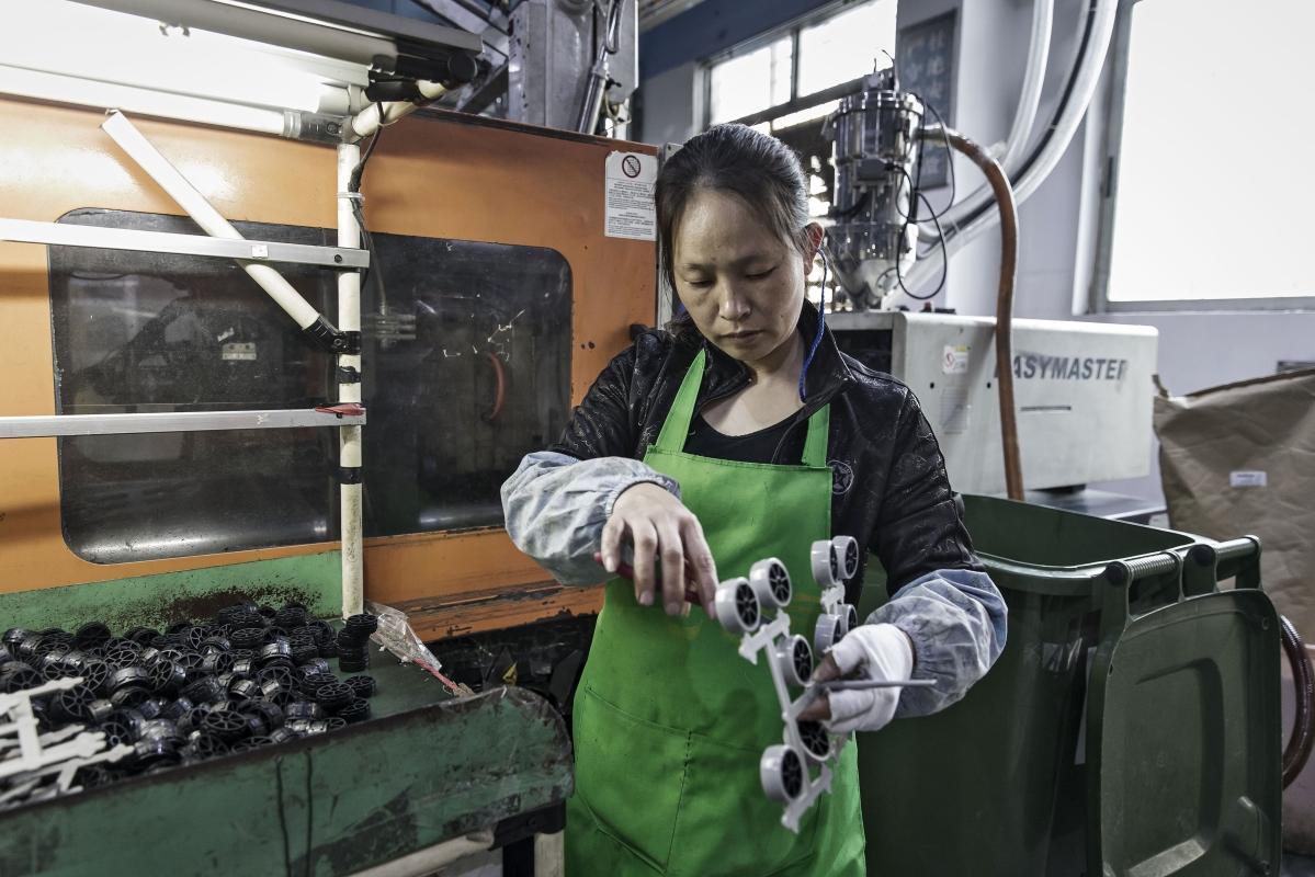 Virus Lockdowns Drag Global Manufacturing Into a Slump