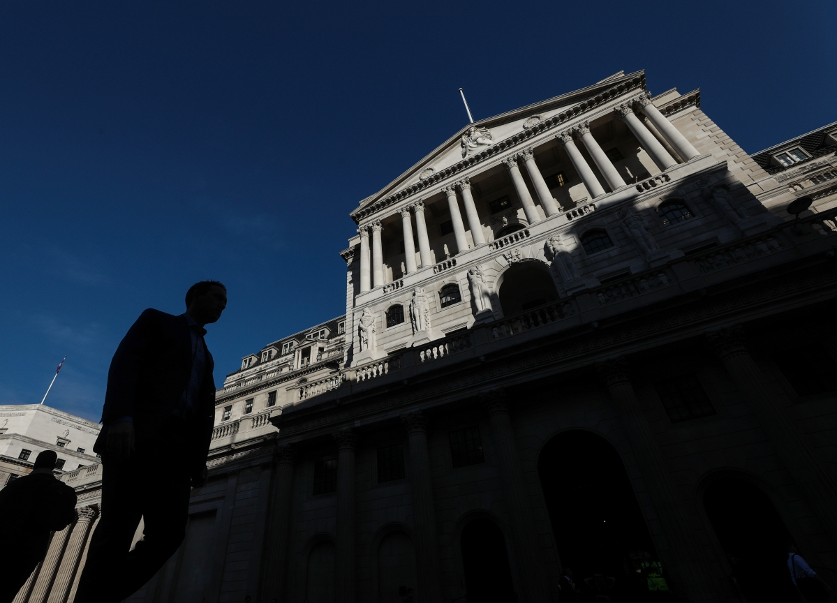 BOE Says More Firms Trigger Brexit Plans as Rate Left Unchanged