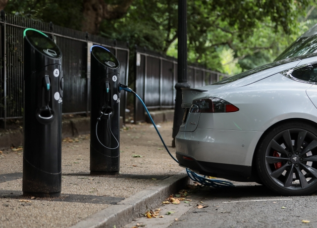 EVs: Siemens, BHEL Bid For Electric Vehicle Charger Contract
