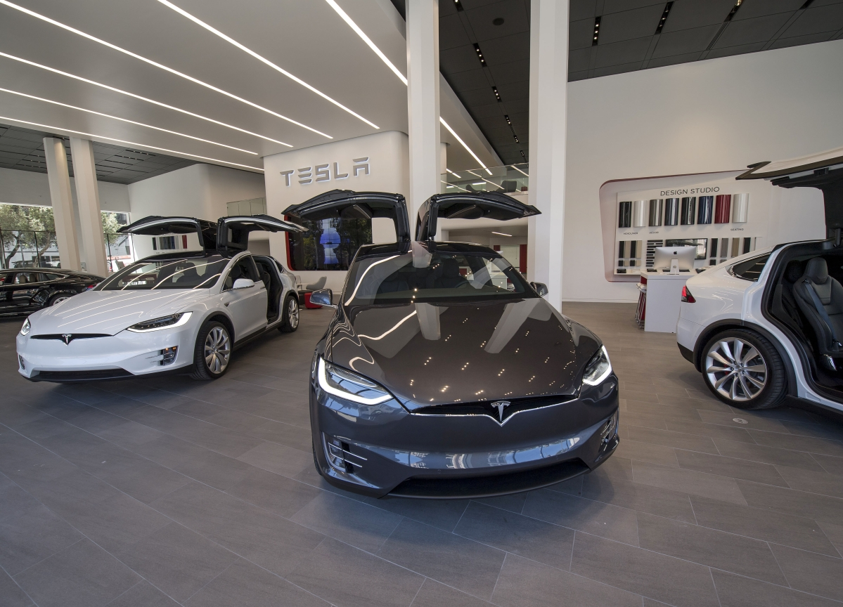 Musk's Site Makeover Seen as Long Shot as Model 3 Lags